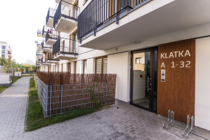 Kameralny budynek z 49 lokalami mieszkalnymi o powierzchni 30- 123 m kw zaprojektowany przez pracownię Szymborski & Szymborski, zlokalizowany w cichej i zielonej części Bemowa.